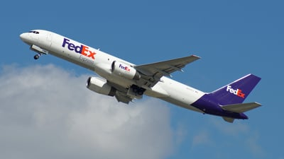 A picture of N940FD - Boeing 757236(SF) - FedEx - © Peter Kesternich
