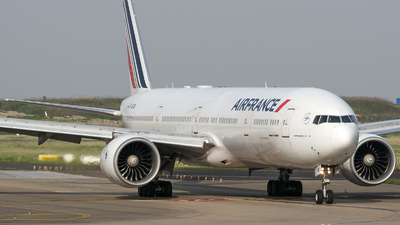 A picture of FGSQB - Boeing 777328(ER) - Air France - © BobH