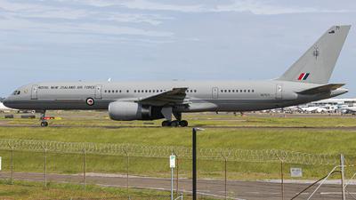 NZ7571 - Boeing 757-2K2(C) - New Zealand - Royal New Zealand Air Force (RNZAF)