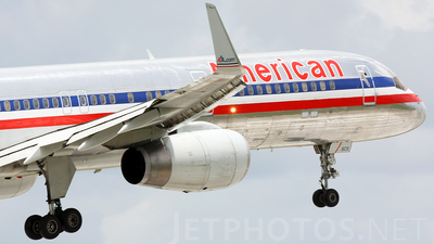 A picture of N668AA - Boeing 757223 - [25333] - © Andres Meneses