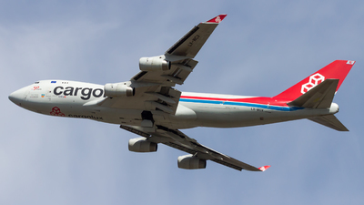 A picture of LXWCV - Boeing 7474R7(F) - Cargolux - © Peter Tolnai