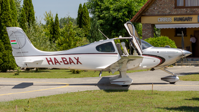 HA-BAX - Cirrus SR22T - Private