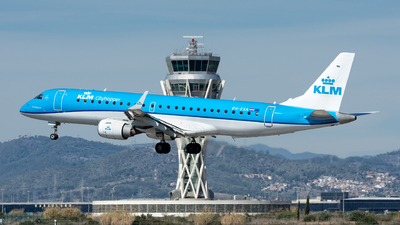 A picture of PHEXA - Embraer E190STD - KLM - © Ramon Jordi
