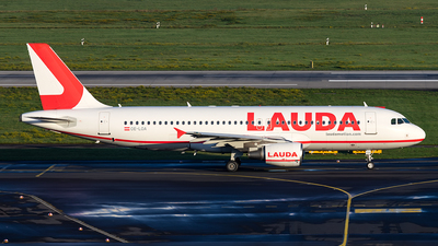 A picture of OELOA - Airbus A320214 - Laudamotion - © Christoph Flink
