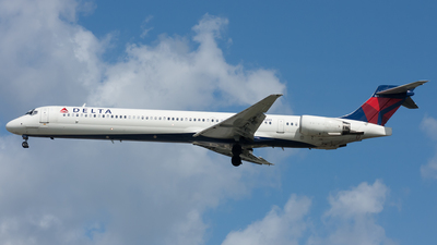 N926DH - McDonnell Douglas MD-90-30 - Delta Air Lines