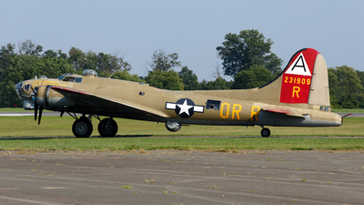 NL93012 - Boeing B-17G Flying Fortress - Private
