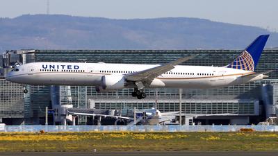 A picture of N91007 - Boeing 78710 Dreamliner - United Airlines - © Eddie Heisterkamp