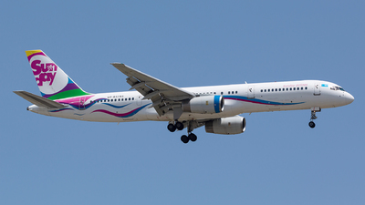 UP-B5703 - Boeing 757-21B - Sunday Airlines
