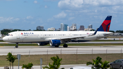 A picture of N338DN - Airbus A321211 - Delta Air Lines - © Evan Dougherty