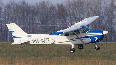 A picture of PHACT - Cessna 172M Skyhawk - [17267244] - © BaszB