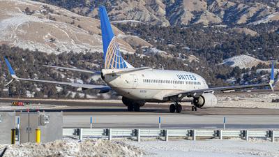 N14704 - Boeing 737-724 - United Airlines