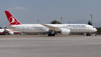 TC-LLF - Boeing 787-9 Dreamliner - Turkish Airlines