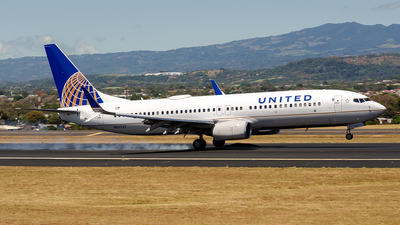 N87527 - Boeing 737-824 - United Airlines