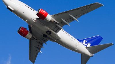 LN-RPE - Boeing 737-683 - Scandinavian Airlines (SAS)