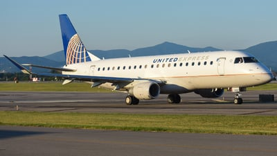 A picture of N166SY - Embraer E175LR - United Airlines - © Jake Oesterreich