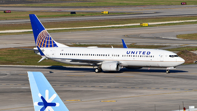 A picture of N26215 - Boeing 737824 - United Airlines - © Rocky Wang
