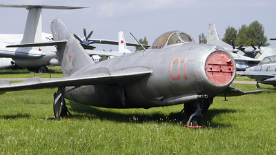 01 - Mikoyan-Gurevich MiG-17 Fresco - Soviet Union - Air Force