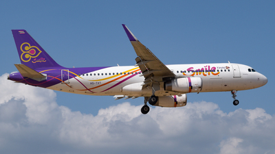A picture of HSTXT - Airbus A320232 - Thai Smile - © Alexander Listopad