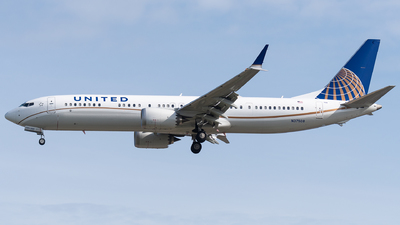A picture of N37508 - Boeing 737 MAX 9 - United Airlines - © bill wang
