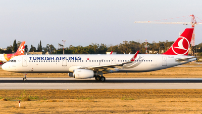 A picture of TCJSP - Airbus A321231 - Turkish Airlines - © Miguel Agius