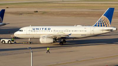 A picture of N851UA - Airbus A319131 - United Airlines - © Centex Spotter