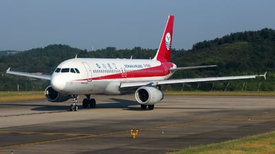 B-6843 - Airbus A320-232 - Sichuan Airlines