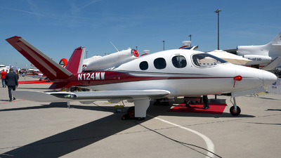 N124MW - Cirrus Vision SF50 - Private