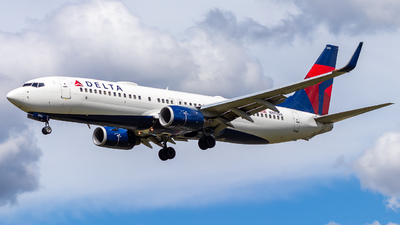 A picture of N375DA - Boeing 737832 - Delta Air Lines - © Alonso Cisneros