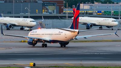 N898DN - Boeing 737-932ER - Delta Air Lines