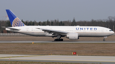 N77019 - Boeing 777-224(ER) - United Airlines