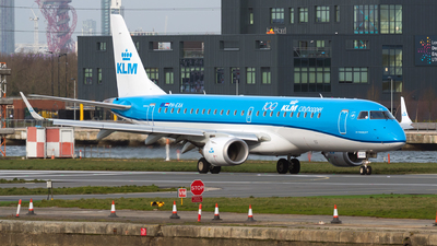 A picture of PHEXA - Embraer E190STD - KLM - © goti80