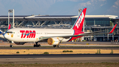 A picture of PTMSO - Boeing 767316(ER) - LATAM Airlines - © Carlos P. Valle C.