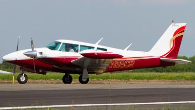 N39CR - Piper PA-39-160 Twin Comanche C/R - Private