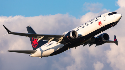 A picture of CFSNU - Boeing 737 MAX 8 - Air Canada - © Hongyu Wang