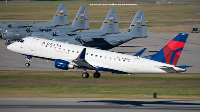 A picture of N250SY - Embraer E175LR - Delta Air Lines - © Steve Rinde