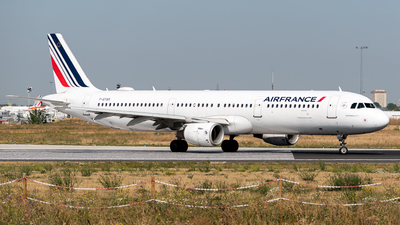 A picture of FGTAX - Airbus A321212 - Air France - © Gilles Ferne