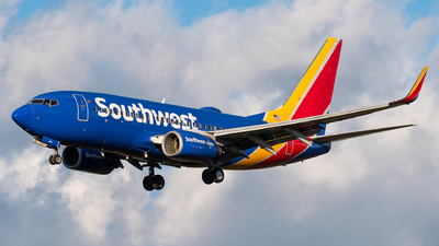 A picture of N404WN - Boeing 7377H4 - Southwest Airlines - © Evan Dougherty