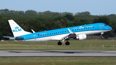 A picture of PHEZU - Embraer E190STD - KLM - © András Soós