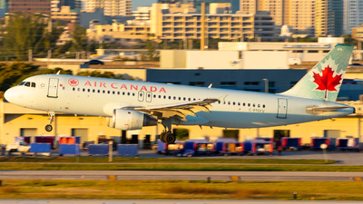 A picture of CFNVV - Airbus A320211 - Air Canada - © Davin Amy