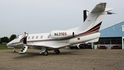 A picture of N431QS - Embraer Phenom 300 - NetJets - © Brady Noble