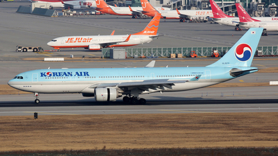 HL8211 - Airbus A330-223 - Korean Air
