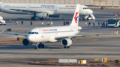 A picture of B6335 - Airbus A320214 - China Eastern Airlines - © Yan Shuai