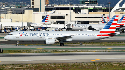 A picture of N163US - Airbus A321211 - American Airlines - © Rocky Wang