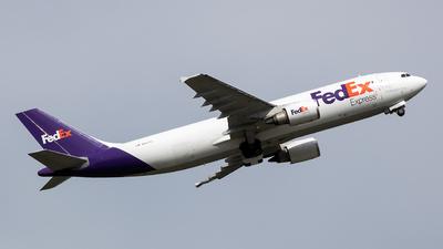 A picture of N667FE - Airbus A300F4605R - FedEx - © Stephen J Stein