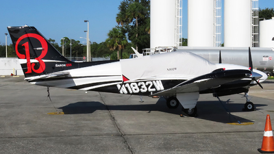 N1832W - Beechcraft 95-E55 Baron - Private