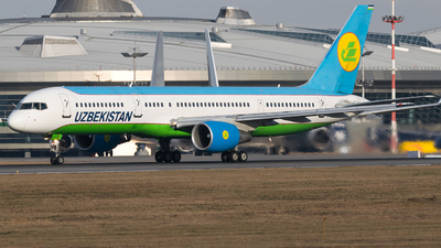 UK-75703 - Boeing 757-231 - Uzbekistan Airways
