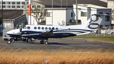 JA99DR - Beechcraft B300 King Air 350i - Private