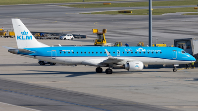 A picture of PHEXE - Embraer E190STD - KLM - © Alexander Jeglitsch