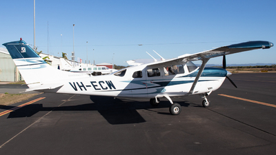 VH-ECW - Cessna 206H Stationair - Private