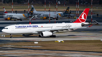A picture of TCLOD - Airbus A330343 - Turkish Airlines - © Niclas Rebbelmund